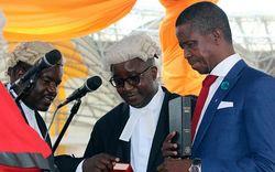 Presidente dedica país a Deus e é criticado